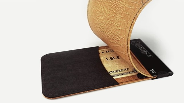 aviador wallet with tracker reviewed